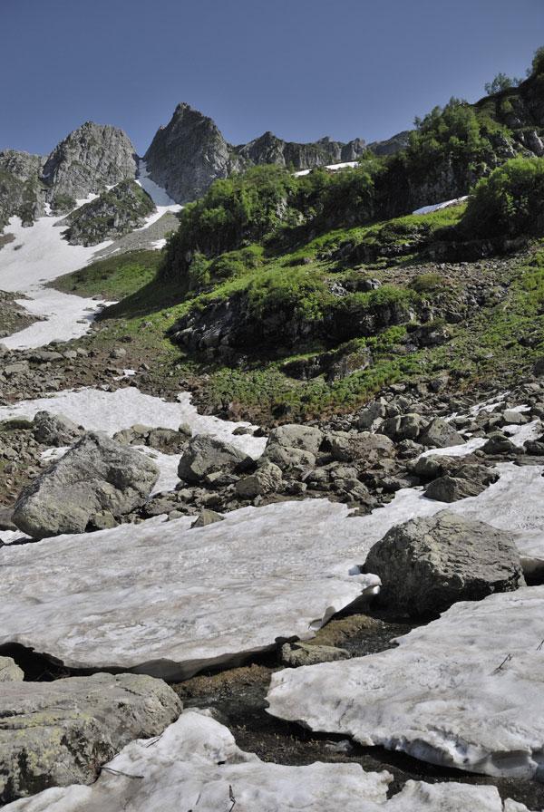 Ледники около озера Мзы. Абхазия.