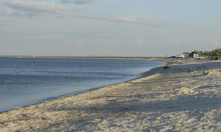 Пустые пляжи Казачьей бухты на Азовском море